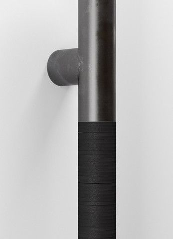 Detail of stacked neoprene rubber grip
