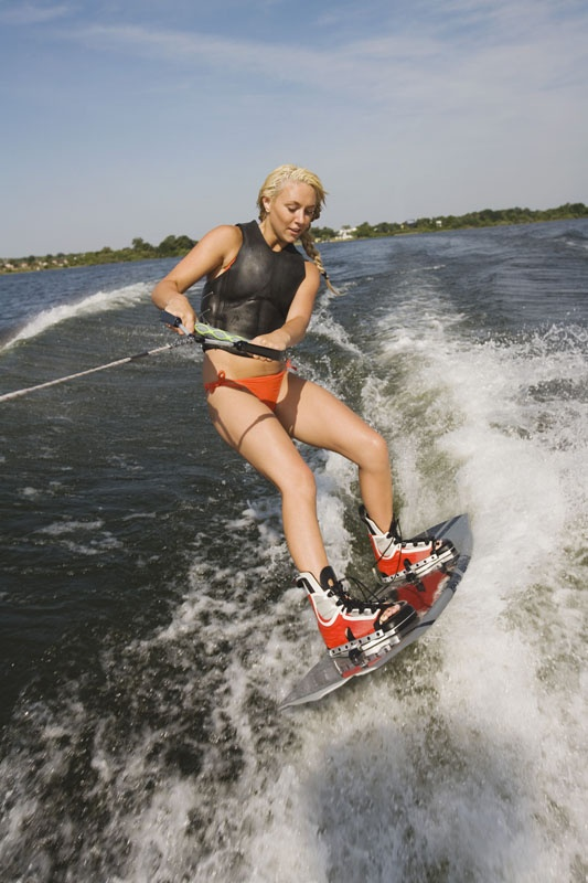 Hot naked girl on wakeboard — photo 9