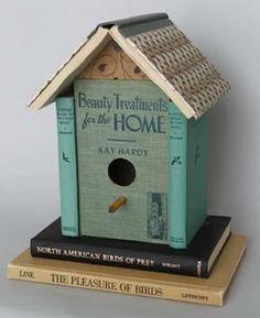 vieux livres recyclés en cabane à oiseaux et 10 autres idées