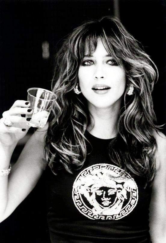 French actress Sophie Marceau, love her style (when she was younger and had long hair, I wish she still dared to wear hair longer, she looks better that way). Elle est belle! -Mari Marxuach Parrilla