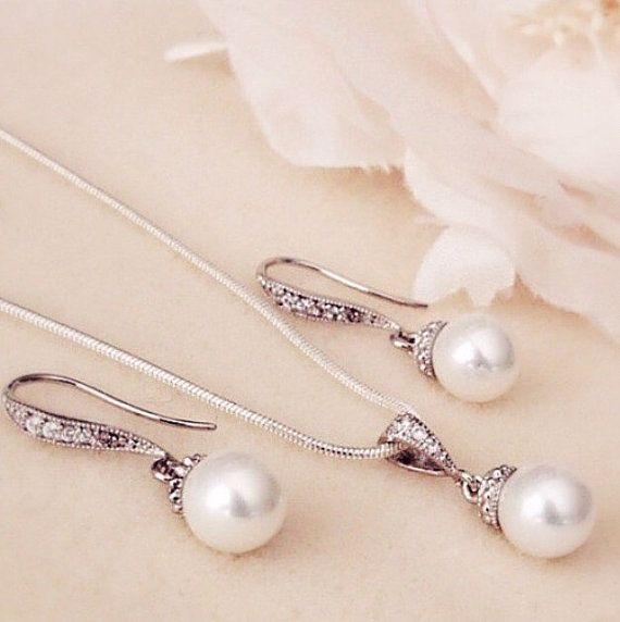 Pearl Wedding Jewelry Set Bridesmaid gift by DreamIslandJewellery