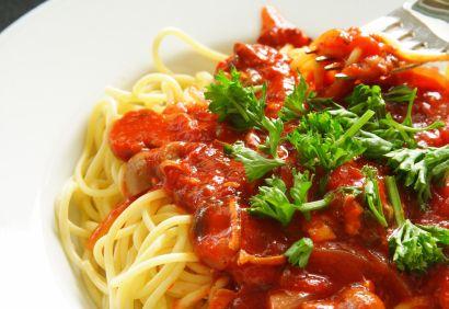 Spaghettis, sauce aux tomates et au thon | .coupdepouce.com