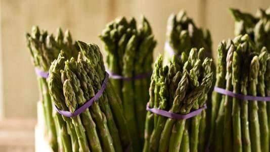 4 Fresh Asparagus Recipes: Asparagus Parmesan Tarts, Clean Eating, Bud Spring, Blanche Asparagus, Yummy Recipes, Asparagus Recipes, Fresh Asparagus, Vegans Vegetarian Recipes, Asparagus Salad