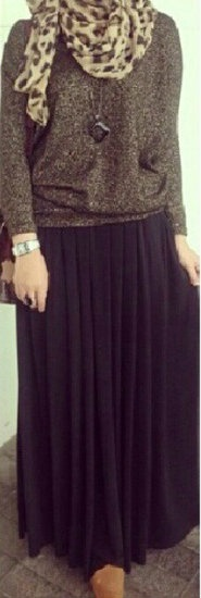 Sweater with maxi skirt. So comfy! Picture Credit for: @reynasylvani #Hijab Style