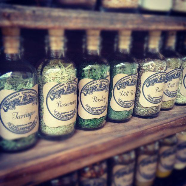 DIY-vintage-spice-jars-homemakerchic.com