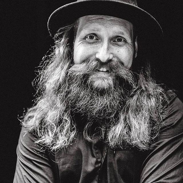 Smile people, smile @kristopheronegard 📸 @milad_abedi  #beardjunk #waterclouds #beard #beardlife #beardgang #beards #bearded #loveit #skägg #skäggig #madeinsweden #beardedlife #beardswag #bearded #beardgang #barber #barba #barbe #dapper #men #skegg #skjegg #boroda #bart #brada #parta #habe #barbe #vousy #sakal #zarost #baard #smile