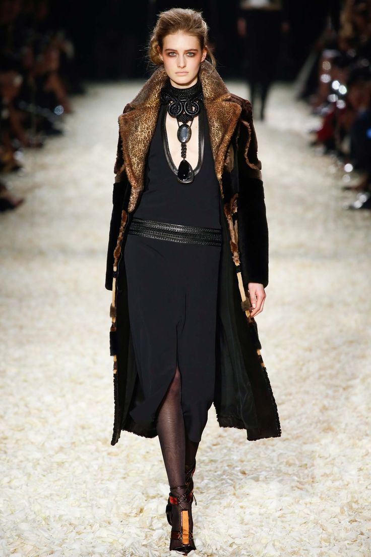 Tom Ford concentra tops e atrizes no desfile de inverno 2016 em Los Angeles - Vogue | News