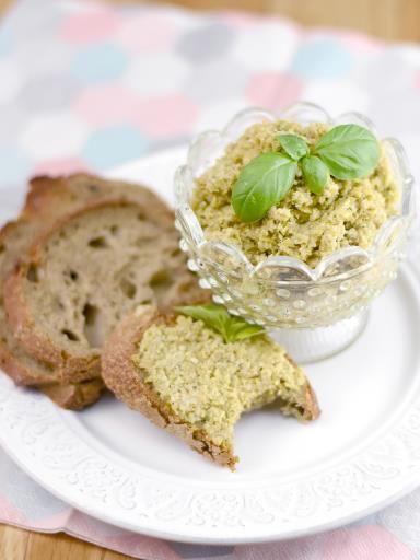Pistounade poivre, Poudre d'amande, olive verte, huile d'olive, jus de citron, ail, sel, basilic