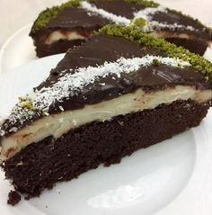 Hem çok pratik hem de lezzetli bir pasta tarifi sizlerinde hem yaparken hemde yerken keyif alacağınız enfes bir lezzet mutlaka deneyin.