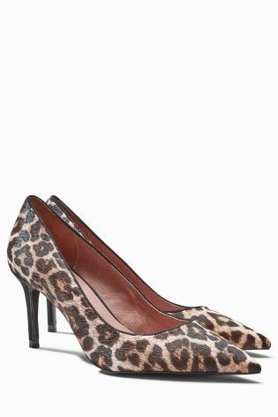 Leopard LOOOOVE! Make a simple outfit POP with animal print court shoes.