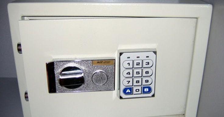 Cómo abrir una caja fuerte con teclado digital