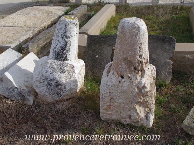 Bornes anciennes en pierre.
