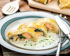 Saumon en croûte (salmon in pastry) : http://www.cuisineaz.com/recettes/saumon-en-croute-salmon-in-pastry-5556.aspx