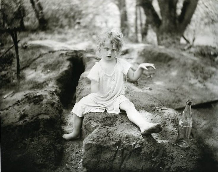 Black And White Photographs by Sally Mann (7) cola in the mud, 1989