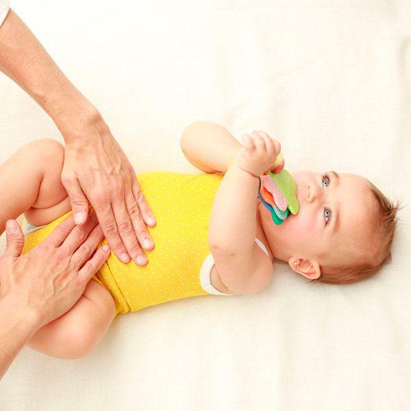 Bebé: 6 masajes contra el estreñimiento Te contamos cómo masajear a tu bebé para aliviar este trastorno y facilitar al máximo su tránsito intestinal. ¡Funciona de verdad!