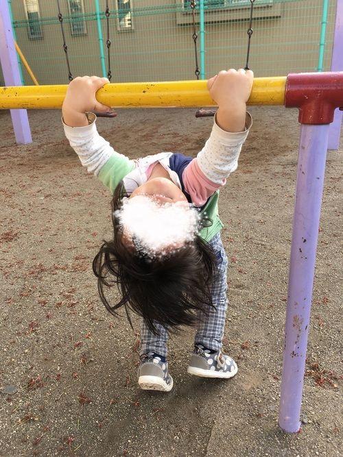 こんちくわぶ! 逆上がり練習中 次男1歳5ヶ月 え? サボりじゃないよ え? いつも見てくださってあ