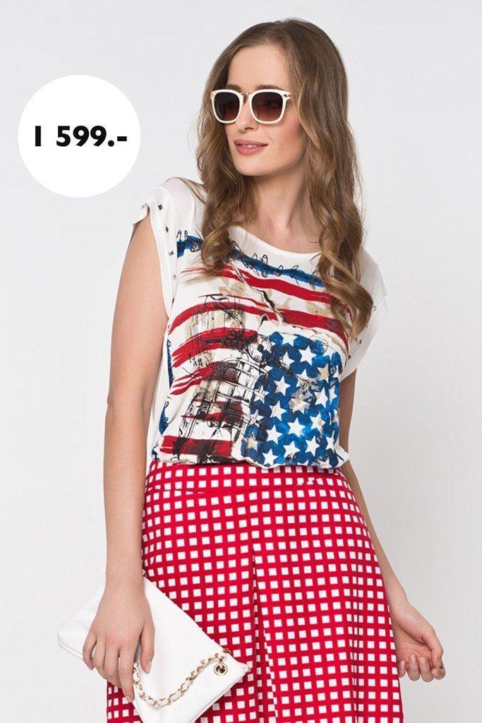 Прямая футболка из вискозного трикотажа декорирована стильным винтажным принтом по мотивам американского флага. Небольшие рукава украшены металлическими заклепками.  http://baonshop.ru/catalog/model/id/tsb-tso-002003/specialColorName/WHITE