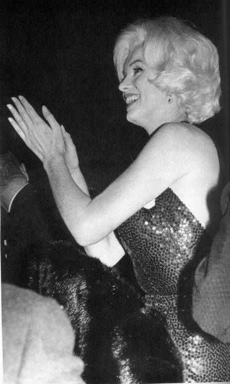 Marilyn photographed at the 1962 Golden Globe Awards.