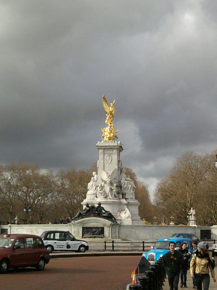 Victoria Monument #London
