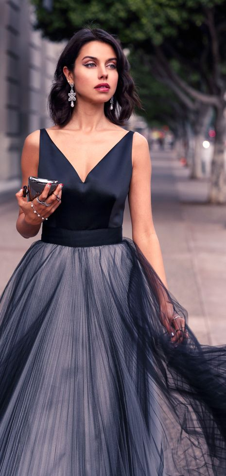 Women's fashion | Elegant night dress, sliver clutch.