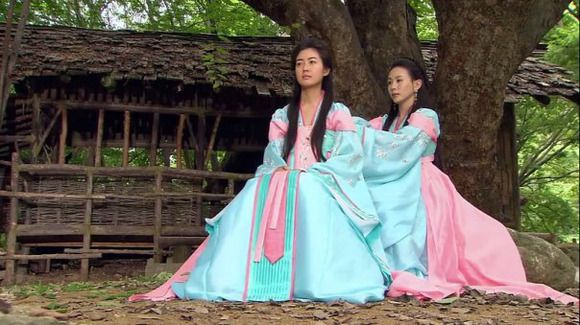 Twin Princesses Chunmyeong and her twin sister Deokman in the great Queen Seondeok - #KDrama #Korean #CostumeDrama