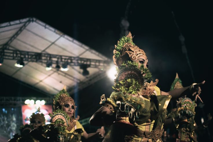 Balinese dancing at the Tabanan festival. #balinese #dancing #bali #balilife #ceremonie