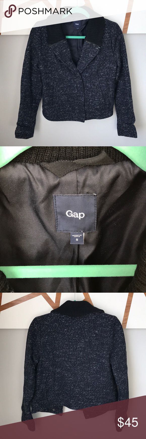 Gap coat size S. Navy/black Gap coat size S. Navy/black, snap button closure, zipper detailing on color. Shell is 47% wool. GAP Jackets & Coats