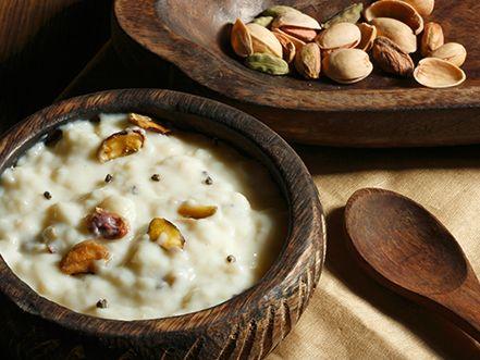 Essa deliciosa sobremesa indiana, rica em aromas e sabores do oriente, está mais próxima de nós do que se pode pensar: é prima do nosso arroz-doce.