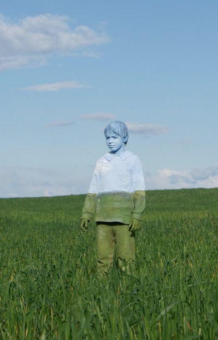Fasciné par le Body Painting, cet artiste italien camoufle ingénieusement ses…