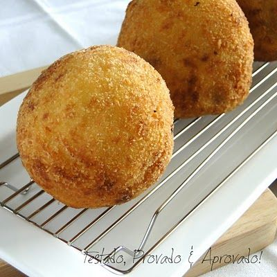 Peruvian Papas Rellenas - mashed potato dough filled with ground meat and hard boiled eggs, then breaded and deep fried. Perfect comfort food for that once in a while treat!