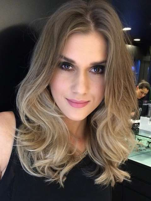 O sombré hair apareceu no outono como uma variação do ombré hair Foto: @mbiaggi/Reprodução/Instagram