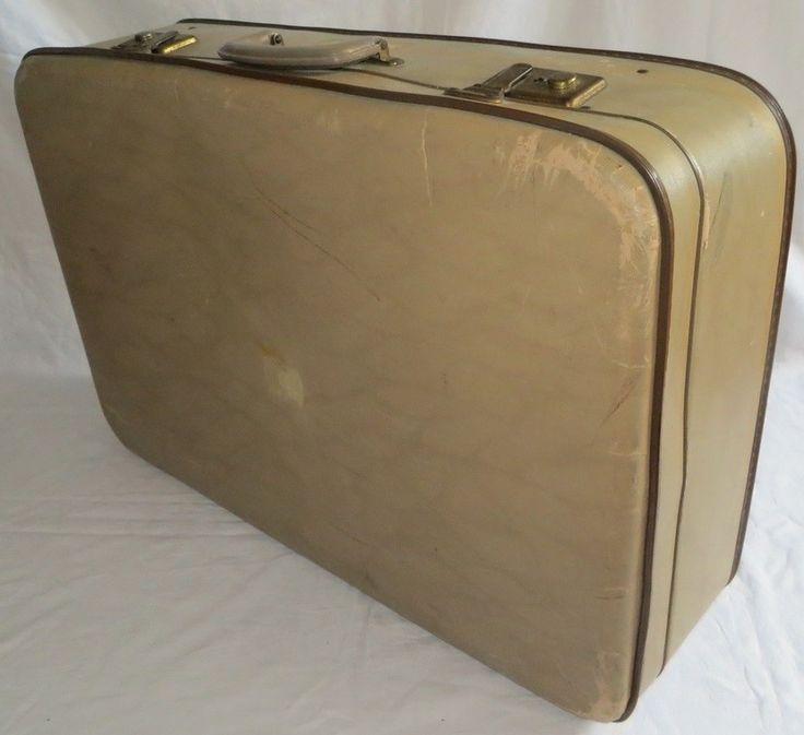 Doorleefde oude koffer. Retro koffer