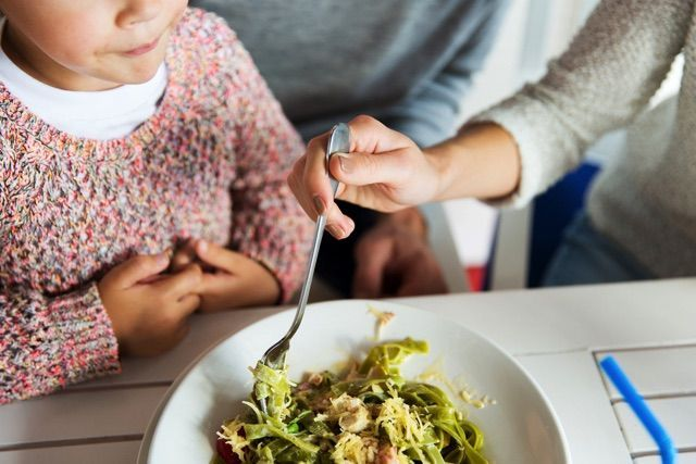 年齢別!子供に身につけさせたい食事マナー - macaroni