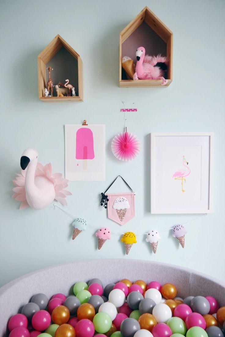 Kinderzimmer Mädchen: Flamingo, Eis Girlande, Wimpel, Eis Artprint, Bällebad