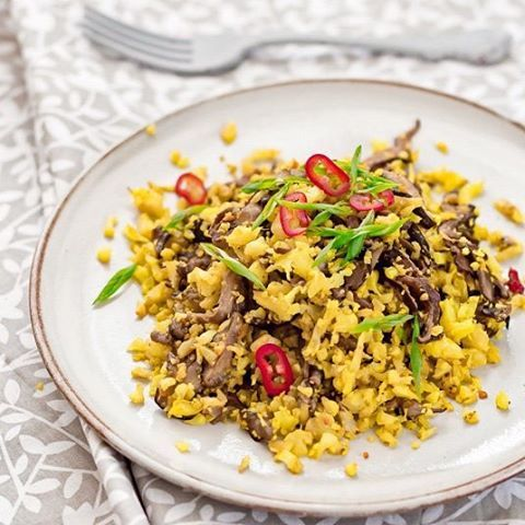 Cauliflower rice with shiitake mushrooms | Riso di cavolfiore con #shiitake. http://www.kitchenbloodykitchen.com/2016/01/riso-di-cavolfiore-con-funghi-shiitake.html #vegan #veganfood #veganfoodshare #glutenfree #lightfood