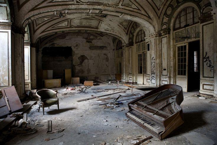 O abandonado saguão de entrada do Lee Plaza Hotel em Detroit.   18 belas fotos de abandonados e mal assombrados pelo mundo
