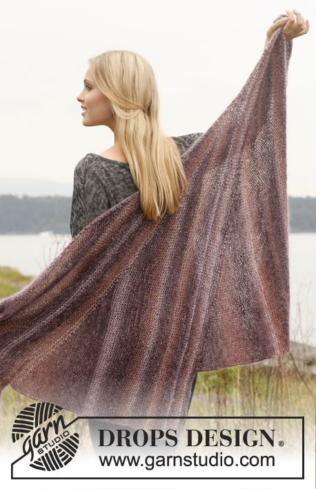 """Knitted DROPS shawl with short rows in """"Delight"""" and """"Kid-Silk"""". ~ DROPS Design"""