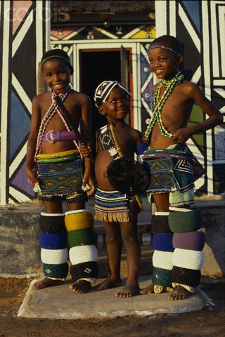 Africa | Ndebele Children. South Africa | © Margret Courtney - Clark