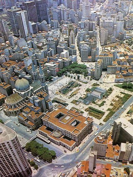Vista aérea da Praça da Sé e cercanias em 1978