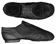 Moderno jazz schoen in zwart leder met split zool. Er is een uitvoering voor brede voeten en een voor smalle voeten. Zonder veters maar met elastiek voor een perfecte pasvorm. € 35,00 Kijk op www.yofashion.nl en bestel eenvoudig.
