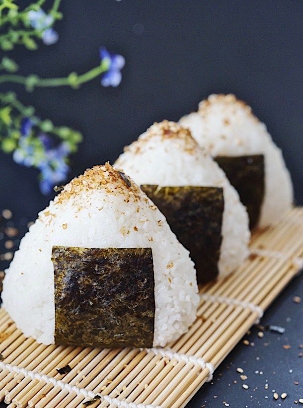 How to make onigiri tuna