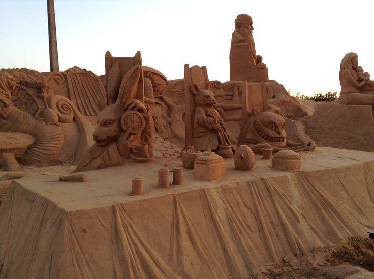 Alice in wonderland FIESA 2013, international sand scuptures festival /  festival internacional de esculturas de arena in Pera (Algarve) Portugal.