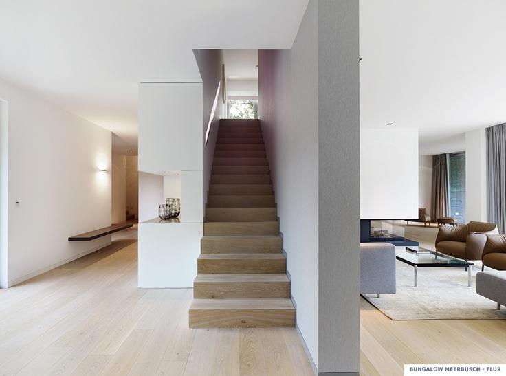 Projekt_Gaertner Internationale Moebel_Bungalow_Wohnung_Flur_Treppe
