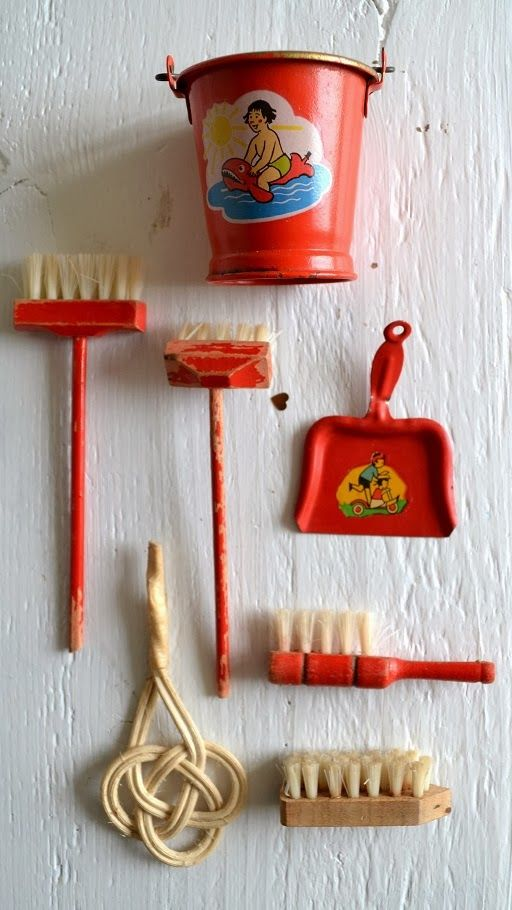 ingthings: Small red cabinet with cleaning tools