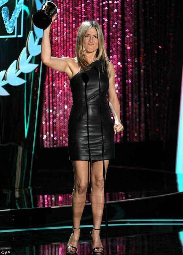 Jen accepting award for best on-screen dirtbag at mtv movie awards 2012 for her role in Horrible Bosses