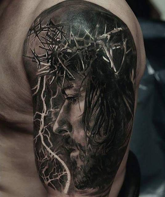 Tatuaje de Jesucristo en el brazo izquierdo.                                                                                                                                                                                 Más