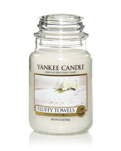 Fluffy Towels - The fresh scent of clean towels warm from the dryer with notes of lemon, apple, lavender and lily.   The traditional design of our signature jar candle reflects a warm, relaxed sense of style that is always at home. Convenient and easy to use, our medium Housewarmer Jar Candle provides 65 to 90 hours of true fragrance enjoyment.