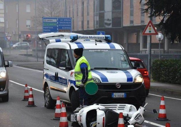 Scooter travolto da camion, muore ragazza di 17 anni - http://www.sostenitori.info/scooter-travolto-camion-muore-ragazza-17-anni/271089