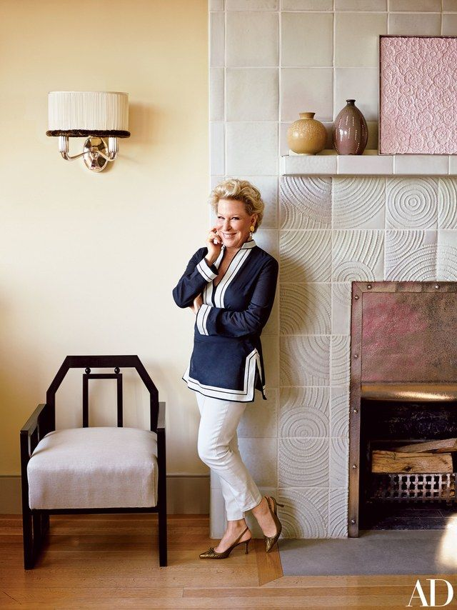 The entertainer, and urban-garden enthusiast, collaborated with decorator Fernando Santangelo and architect Frederick Fisher to cultivate a verdant and stylishly cozy space in the New York home she shares with her husband, Martin von Haselberg | archdigest.com