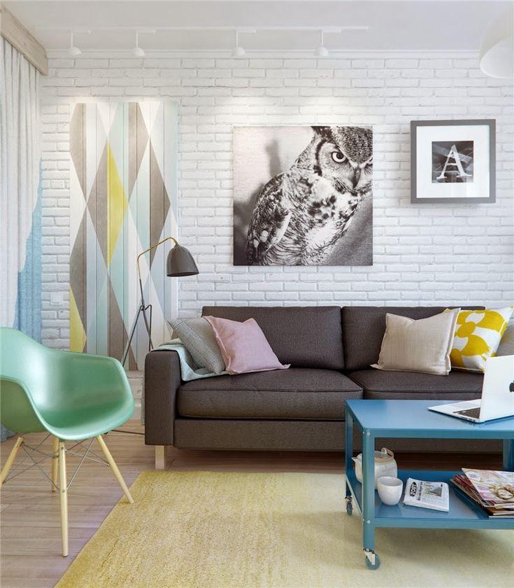 Kleurrijke woonkamer met Scandinavische toetsen.